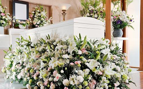 低価格で高品質な花祭壇を提供